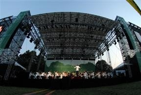 Violinist prepares for Met Opera performance in Prospect Park