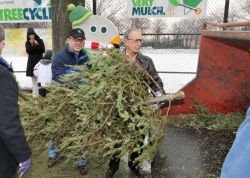 Commissioner Benepe and Mayor Bloomberg pitched in at MulchFest last weekend