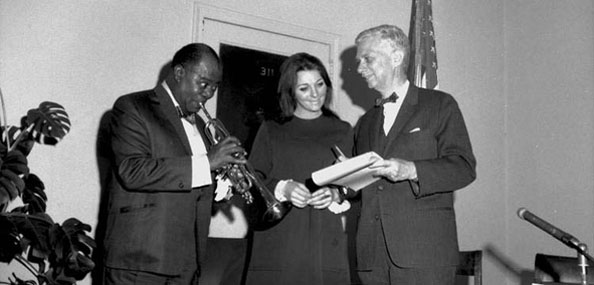 Louis Armstrong, Judy Collins, and Parks Commissioner Heckscher gather at an April 25, 1967 press conference for the launch of the Rheingold Music Festival.