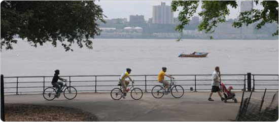 Bicyclists in Riverside Park South, May 9, 2009. Photo by Daniel Avila.