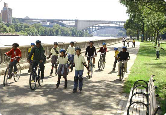 A group bikes and blades the Harlem River Speedway, a two-mile stretch of waterfront open space that runs adjacent to the Harlem River between 163rd and Dyckman Streets, September 30, 2003. Photo by Malcolm Pinckney.