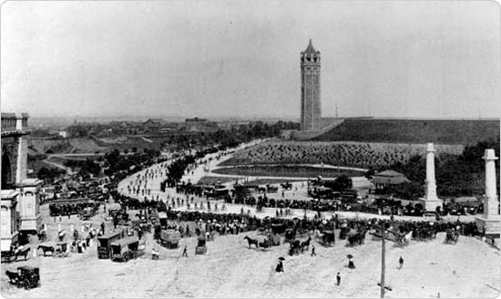 A bicycle parade passes through the Park Plaza entrance, circa 1895. Source: 35th Annual Report of the Department of Parks of the City of Brooklyn for the Year 1895.