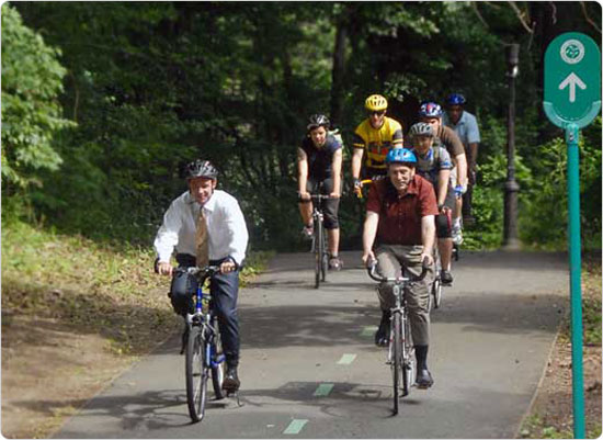 Bicyclists, including Parks Commissioner Adrian Benepe, ride a Greenway, June 25, 2007. Photo by Daniel Avila.