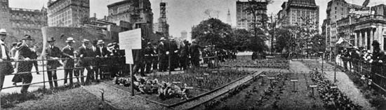 Image of the Back Yard Garden Demonstration in Union Square Park from the Parks Department's 1916 Annual Report.
