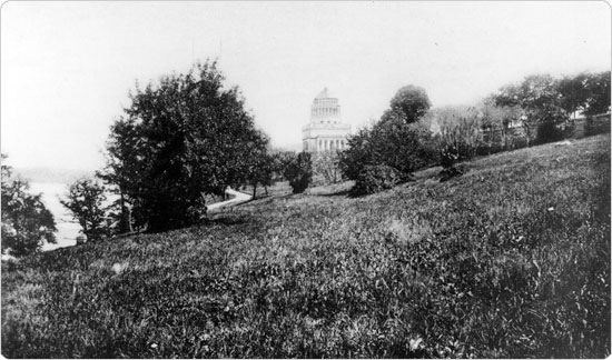 Image of Riverside Park, looking north to Grant?s Tomb, circa 1898. Neg. AR201