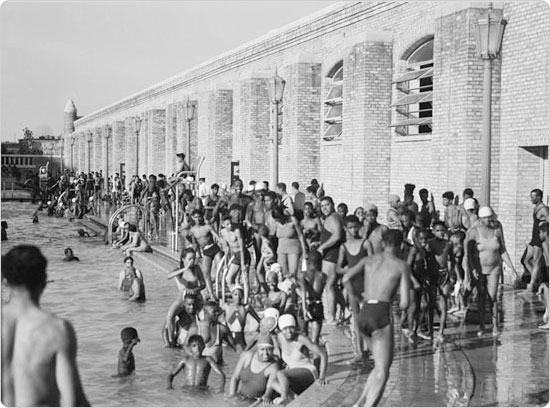 Large crowds enjoy the Colonial Pool (now Jackie Robinson Park Pool) in Manhattan, 1937. Courtesy of Parks Photo Archive, Neg. 12478.