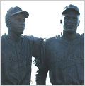 Thumbnail of statue of Jackie Robinson and Pee Wee Reese in KeySpan Park, Coney Island, Brooklyn, links to larger version of image