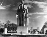 The New York World's Fair, 1939-40: George Washington statue