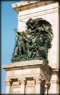 Photo of Army group on Soldiers' and Sailors' Arch in Grand Army Plaza, Prospect Park, Brooklyn