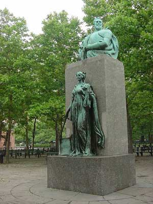 Photo of Giovanni da Verrazano statue in Battery Park