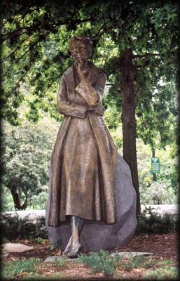 Photo of Eleanor Roosevelt Statue in Riverside Park
