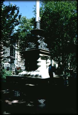 Photo of the Eternal Light Flagstaff in Madison Square Park, Manhattan