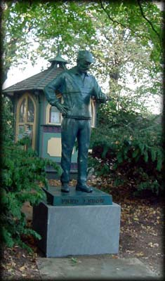 Photo of the Fred Lebow Statue in Central Park