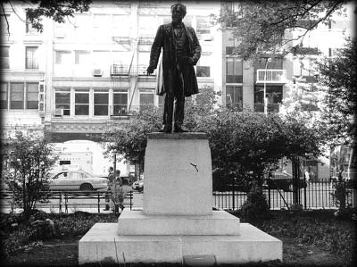 Photo of the Roscoe Conkling statue in Madison Square Park