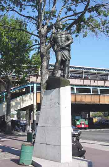 Photo of statue of Christopher Columbus in Columbus Square, Queens
