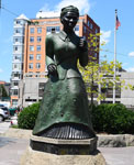 Bronze statue of Harriet Tubman on a granite base