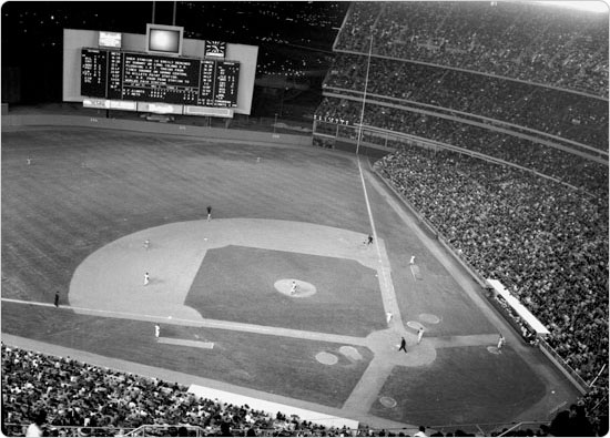 Image of The Mets play the San Francisco Giants in 1964, the inaugural year at Shea Stadium. Neg. 32109