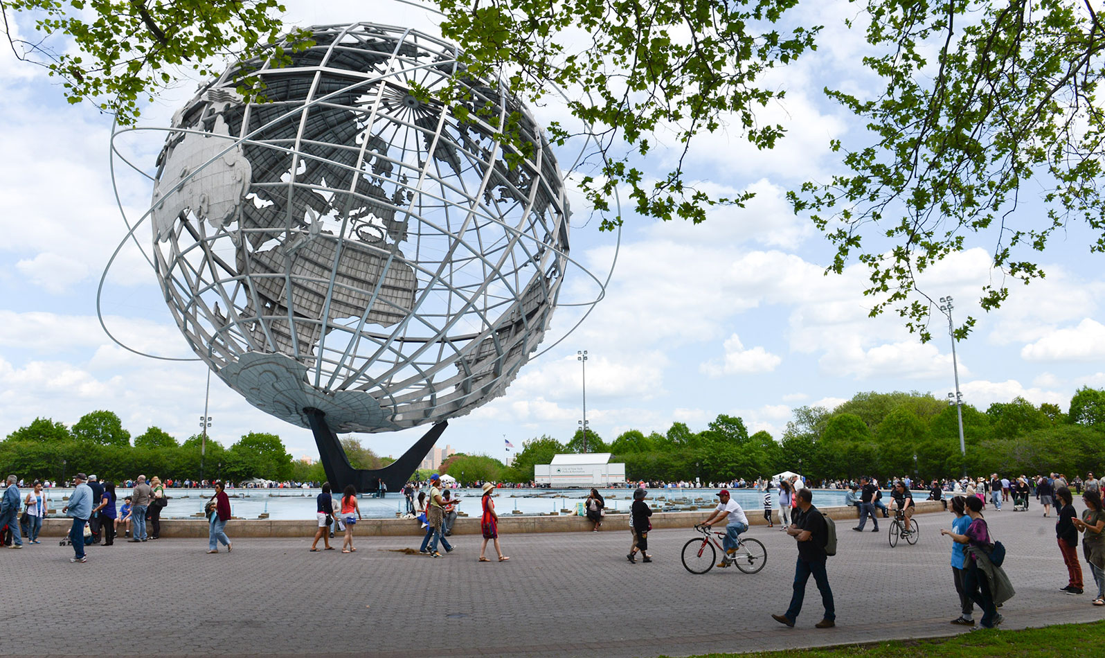 Make your visit one to remember! Take family photos at the Unisphere, a 350-ton globe made of steel and a star in the film Men in Black and the 1964-65 World's Fair.