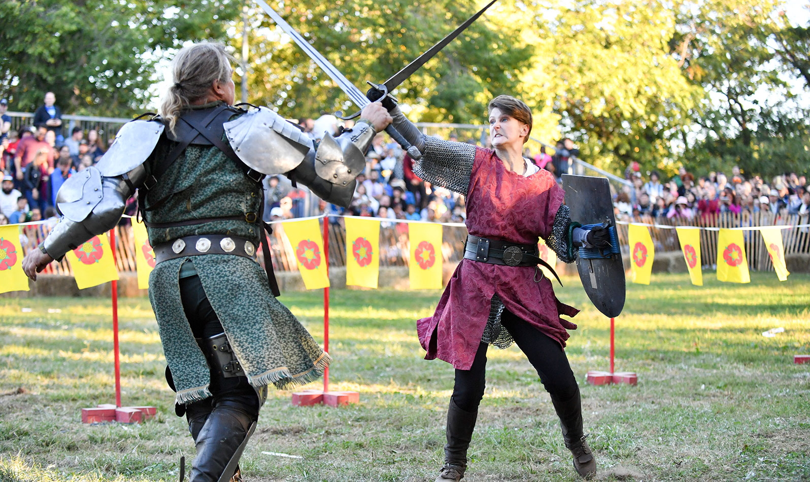 Be sure to come back in the fall when the park transforms into a medieval town with knights, jesters, and performers and guests in period costumes for the 35th Annual Medieval Festival against the backdrop of the Cloisters museum.
