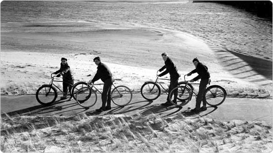 A group of teens enjoys the pedestrian path along the Belt Parkway at Jamaica Bay, December 20, 1941. Photo by Rodney McCay Morgan; Courtesy of Parks Photo Archive, Neg. 21133.