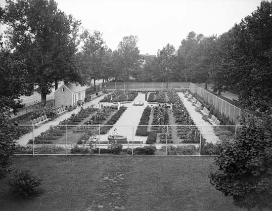 August 24, 1936 image of the Highland Park Children's Garden.