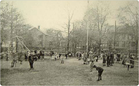 Ashmead Park Playground, Jamaica, Queens, 1914. Courtesy of New York City Parks Photo Archive.