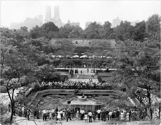 A bird?s eye view of the Central Park Zoo with the sea lion pool in the forefront. August 28, 1942; courtesy of the Parks Photo Archive, Neg. 21800.