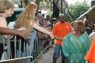 Patti LaBelle shakes hands with fans