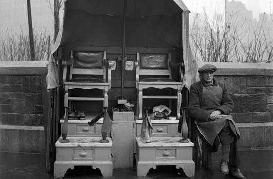 Shoe  Shine Stand, Union Square, Manhattan February 28, 1934, Alajos  Schuszler/New York City Parks Photo Archive