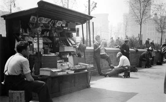 Old  Newsstand, Madison Square Park, Manhattan, March 3, 1934, Alajos Schuszler/New  York City Parks Photo Archive