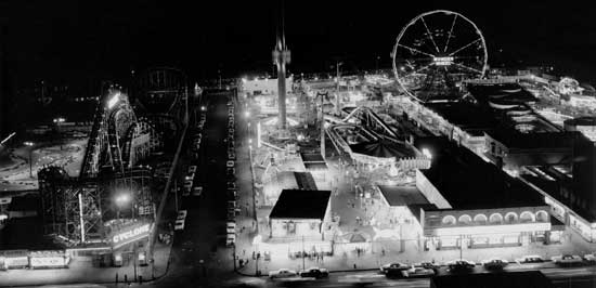 Astroland,  Coney Island, Brooklyn, August 4, 1964, Ben Cohen/New York  City Parks Photo Archive